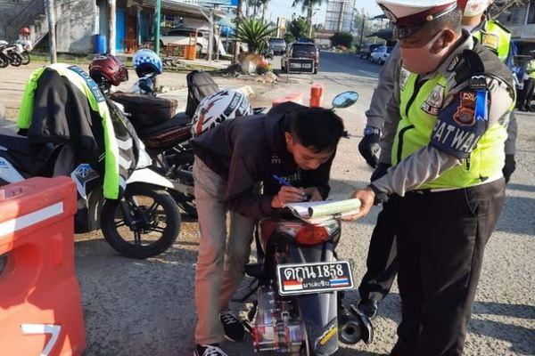 Pasang Plat Motor Huruf Thailand Pengendara Alasan Terobsesi